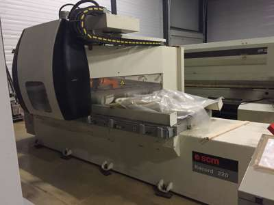 Centre d'usinage CNC Record 220 SCM